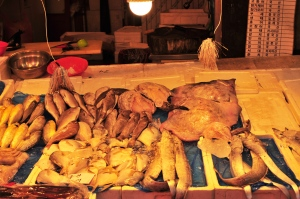 I love seafood.  I wish that I could buy this stuff and know what to do with it.  I realize that I have been spoiled to have always bought my seafood cut and cleaned for me.  I don't know what I would do with any of this.